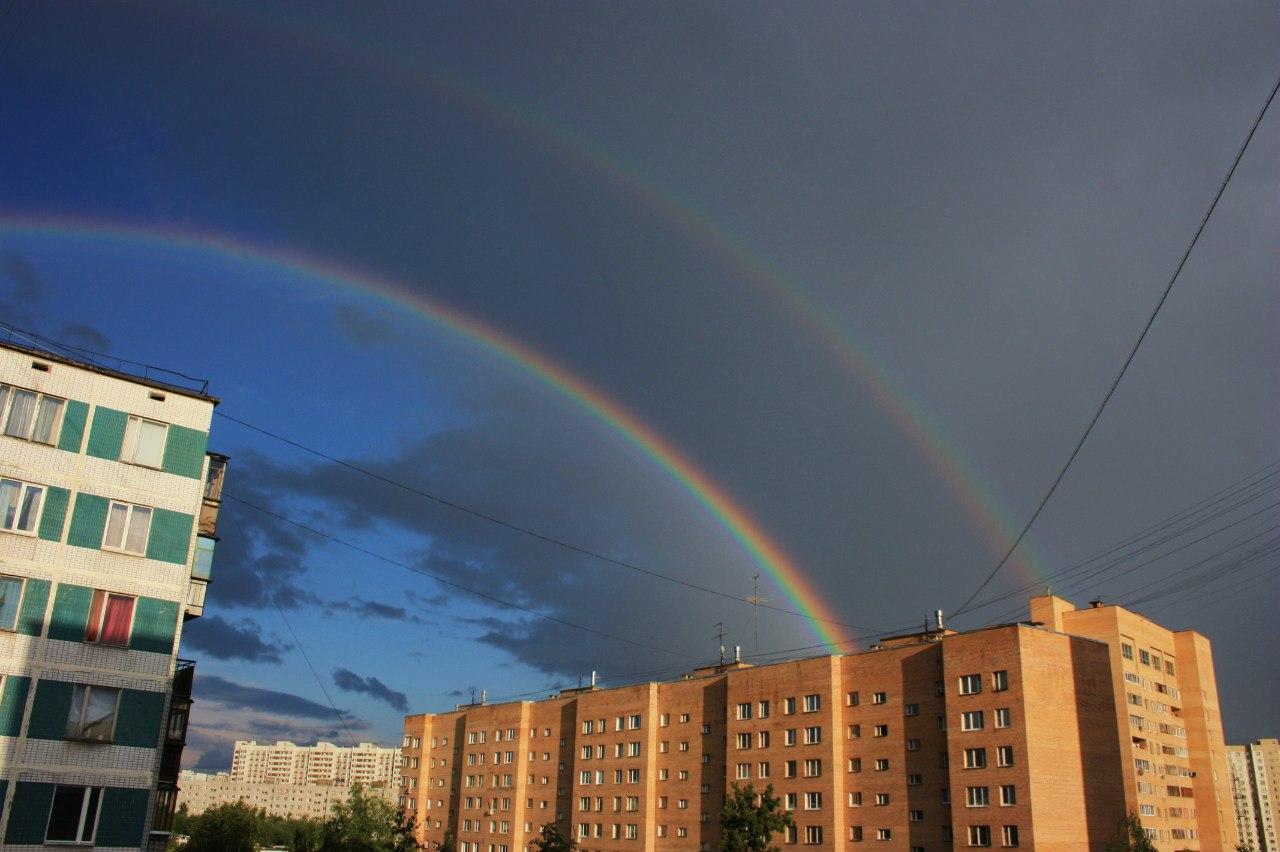 Двойная радуга над городом